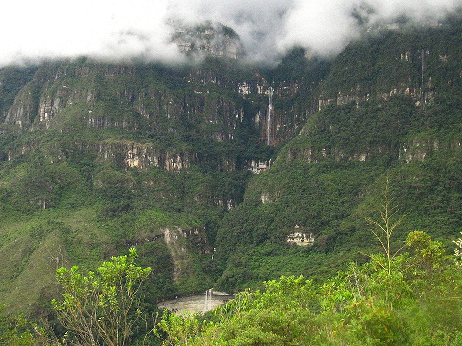 Водопад Умбилла издалека