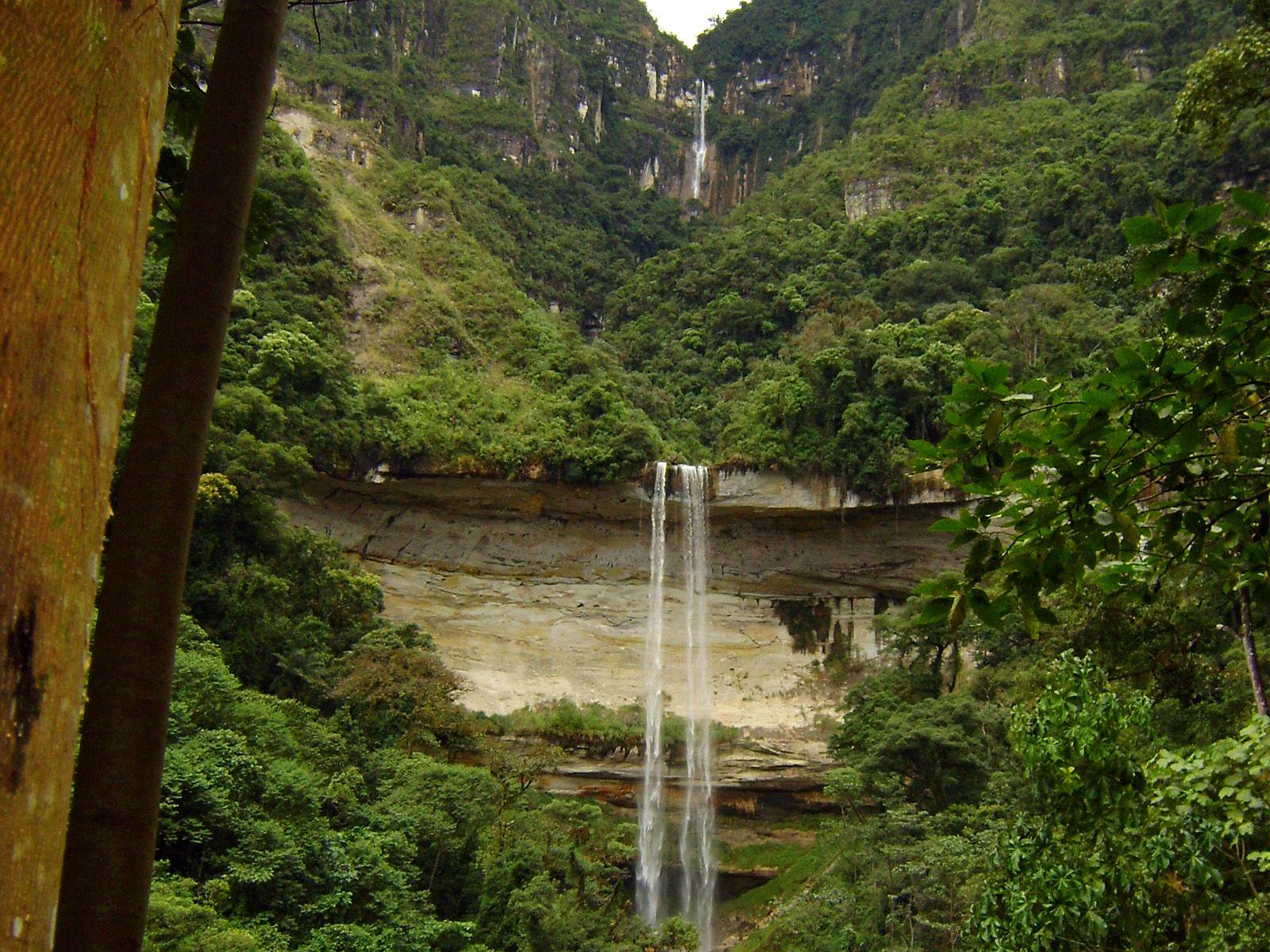 Водопад Умбилла снизу