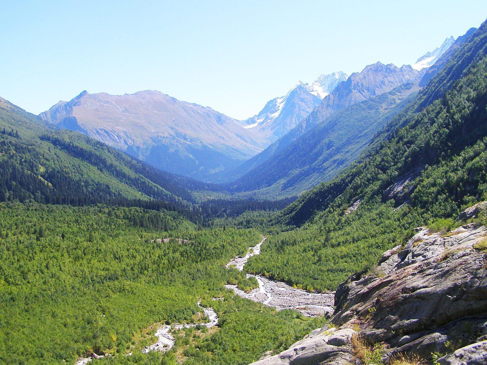 Долина Алибекского водопада