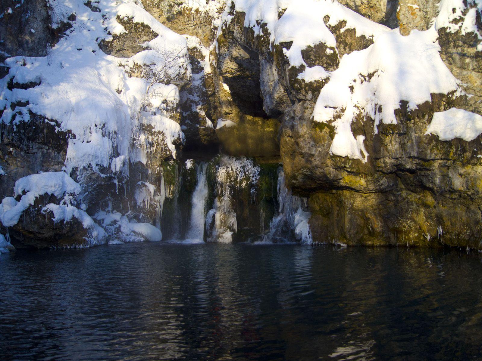 Водопад Атыш в снегу