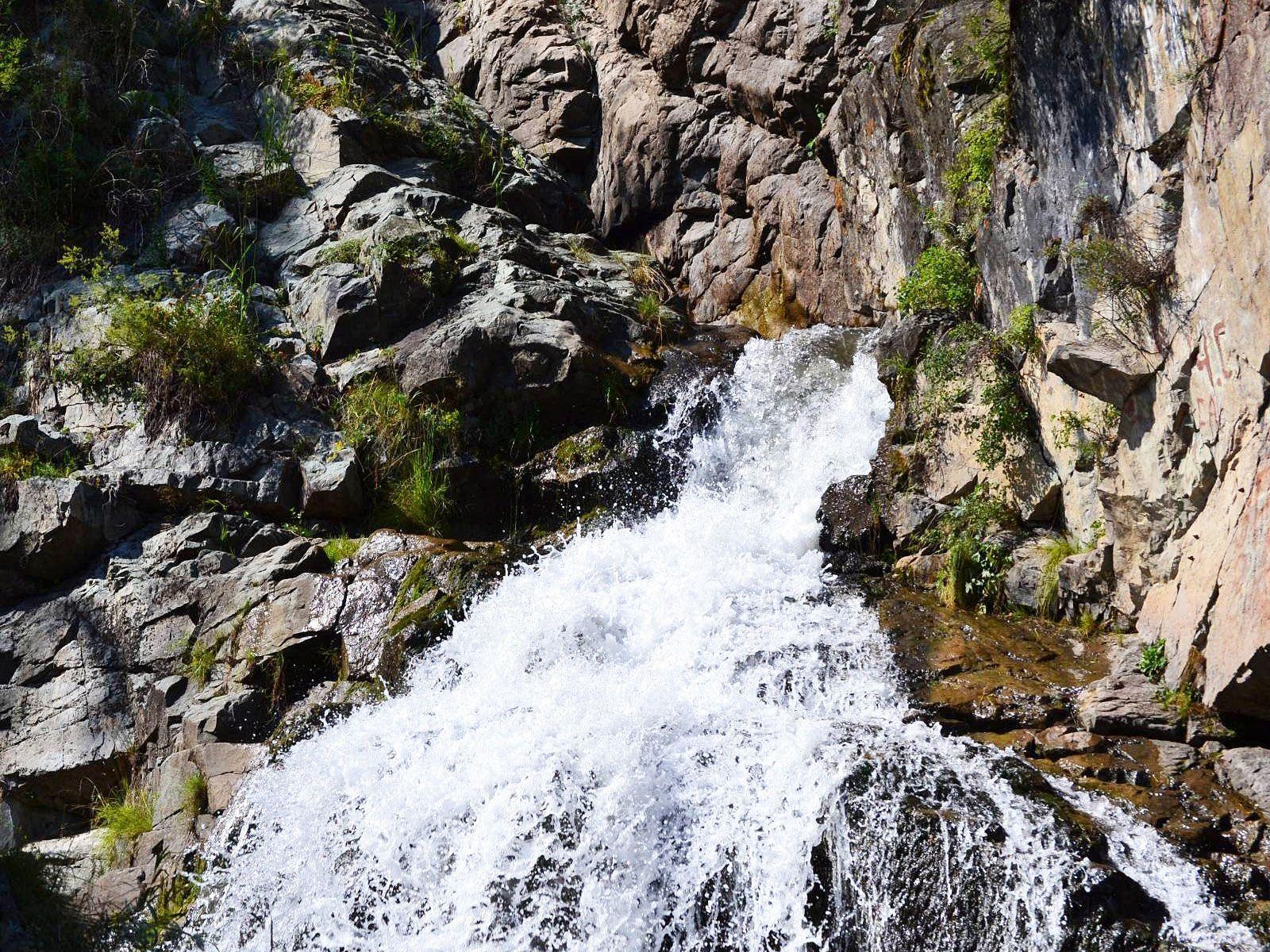 Камышлинский водопад вблизи
