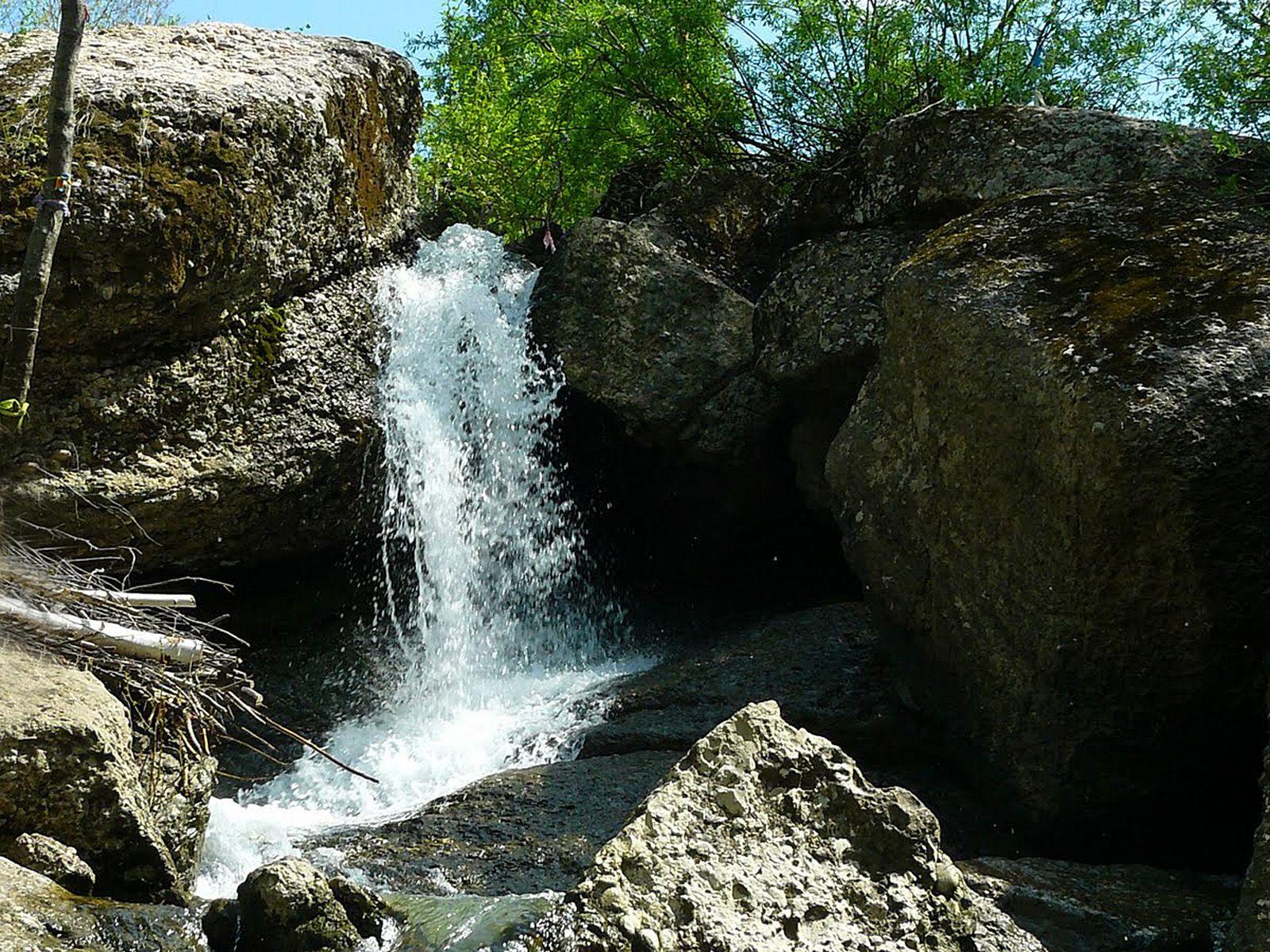 Пейзаж у водопада Кук-Караук