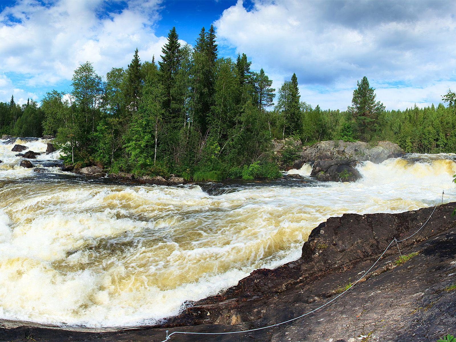 Поток водопада Кивакка