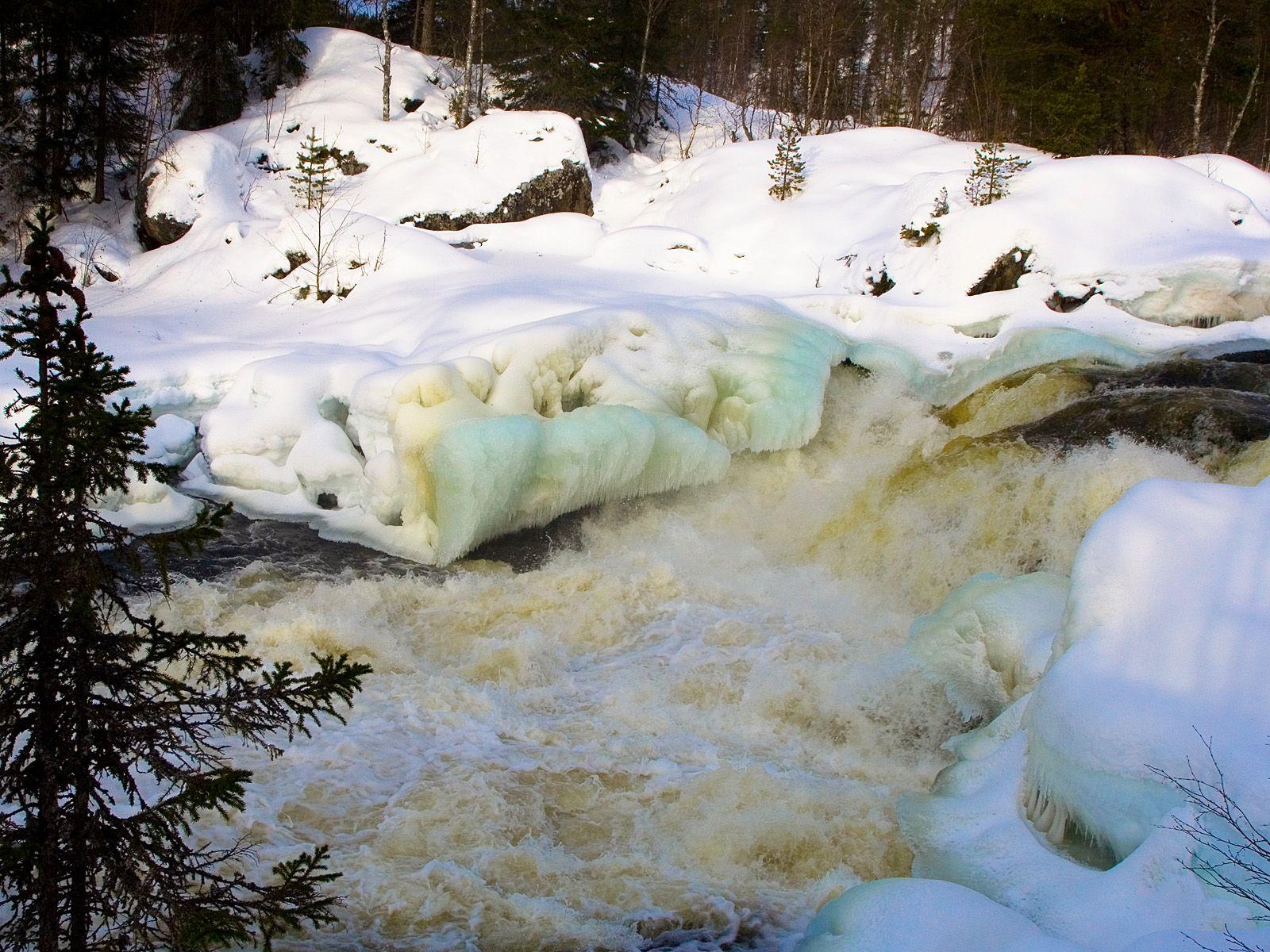 Водопад Кивакка в снегу