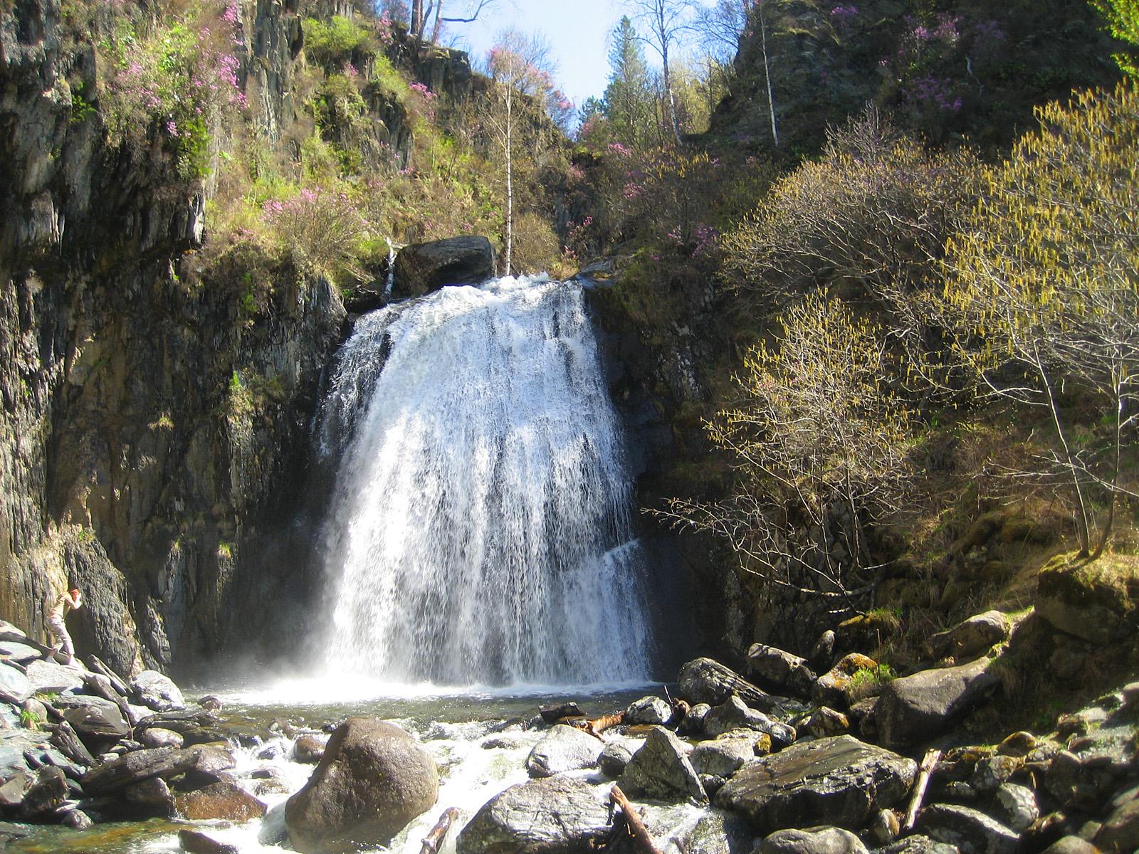 Водопад Корбу вблизи