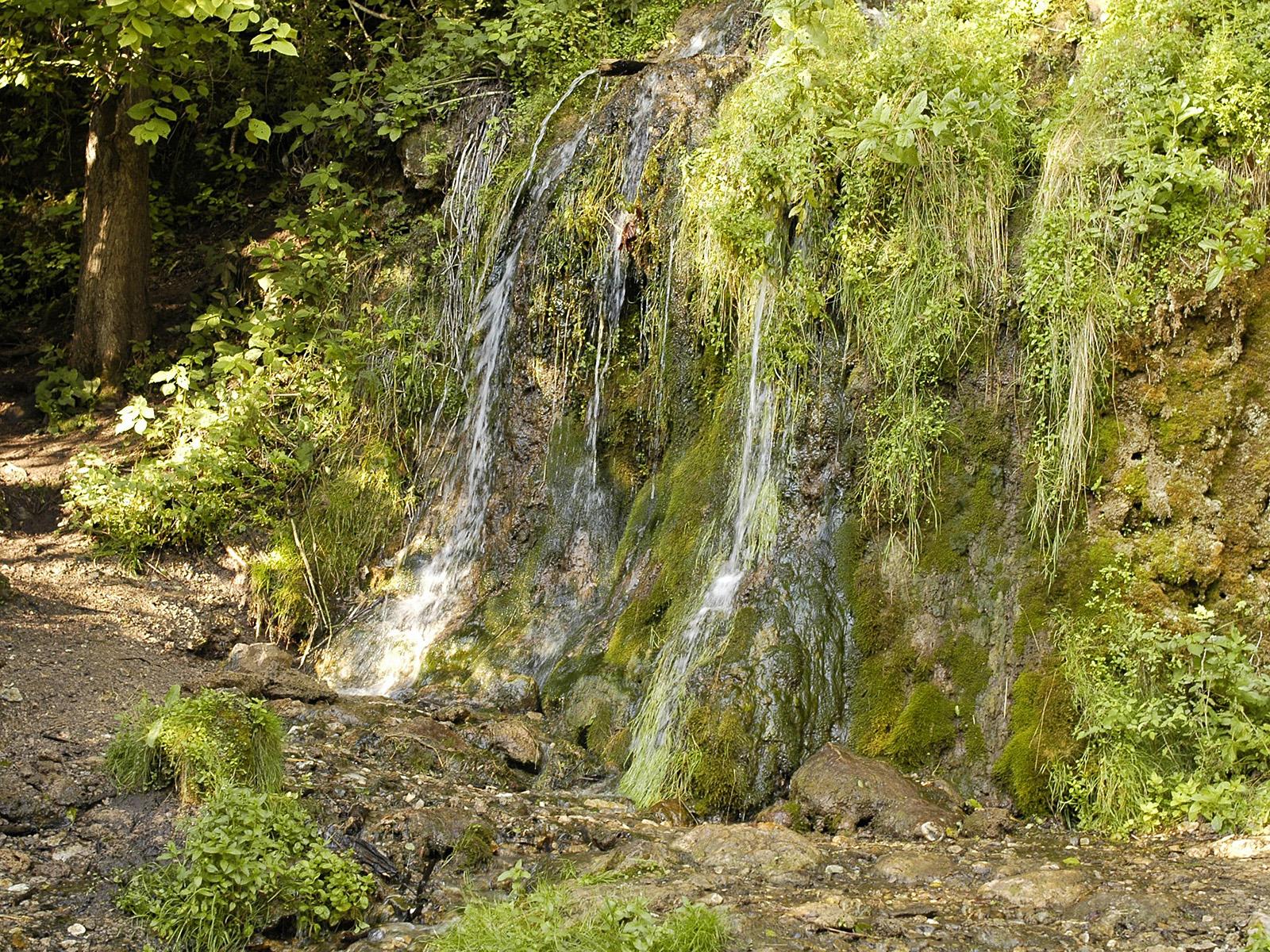 Водопад Радужный вблизи