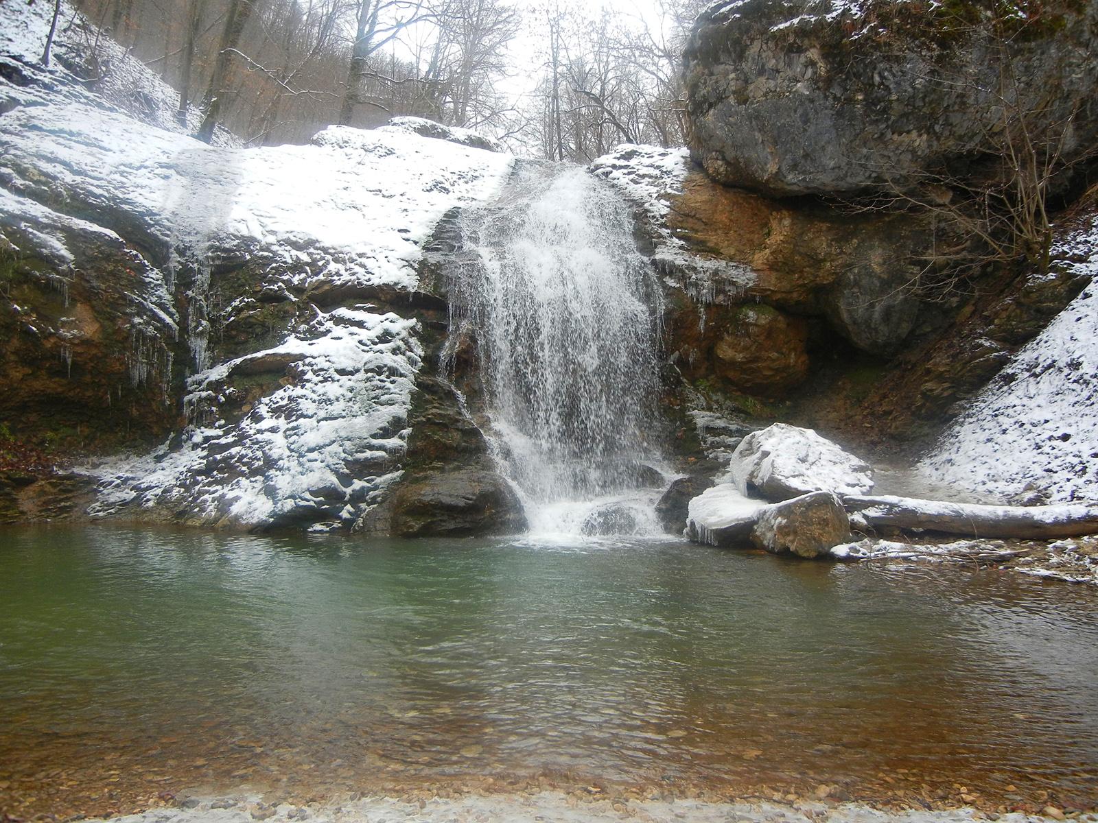 Водопад Шум зимой
