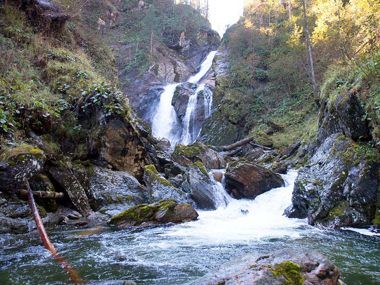Пейзаж с водопадом Большой Шалтан