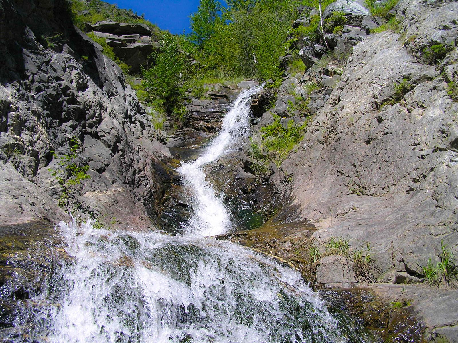 Исток водопада Учар