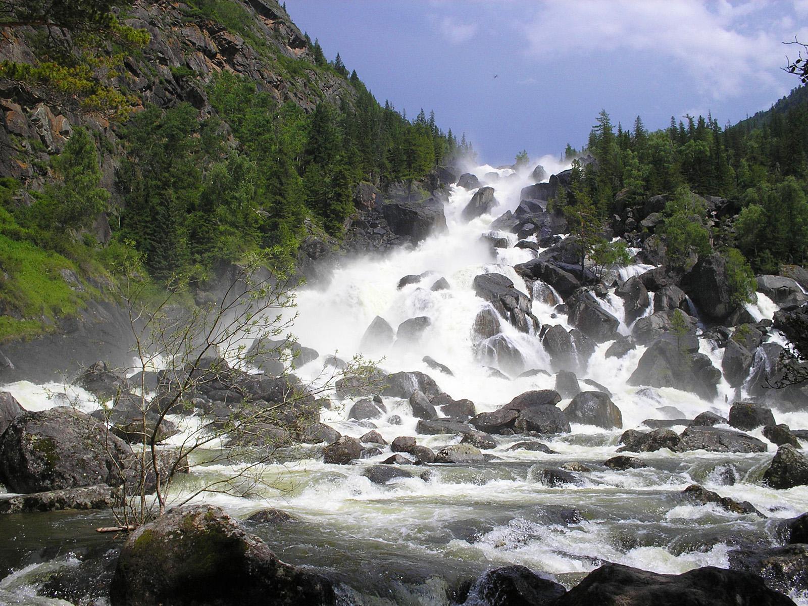 Пейзаж водопада Учар