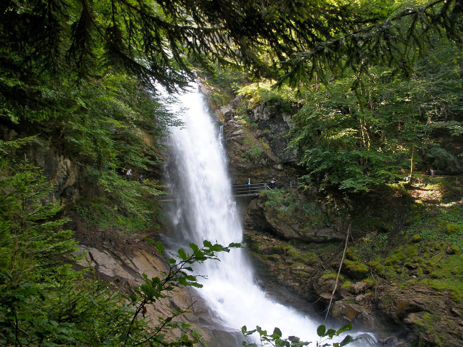 Парк у водопада Гиссбах