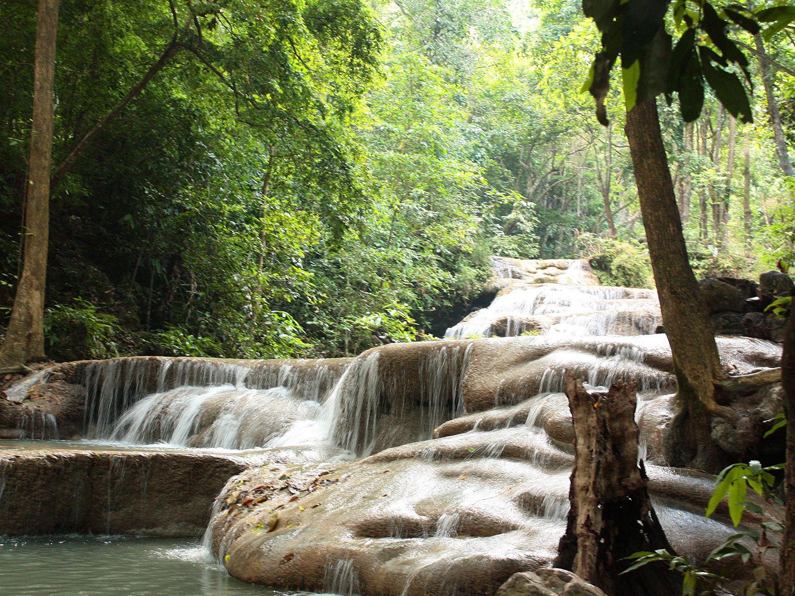 Струи водопада Эраван