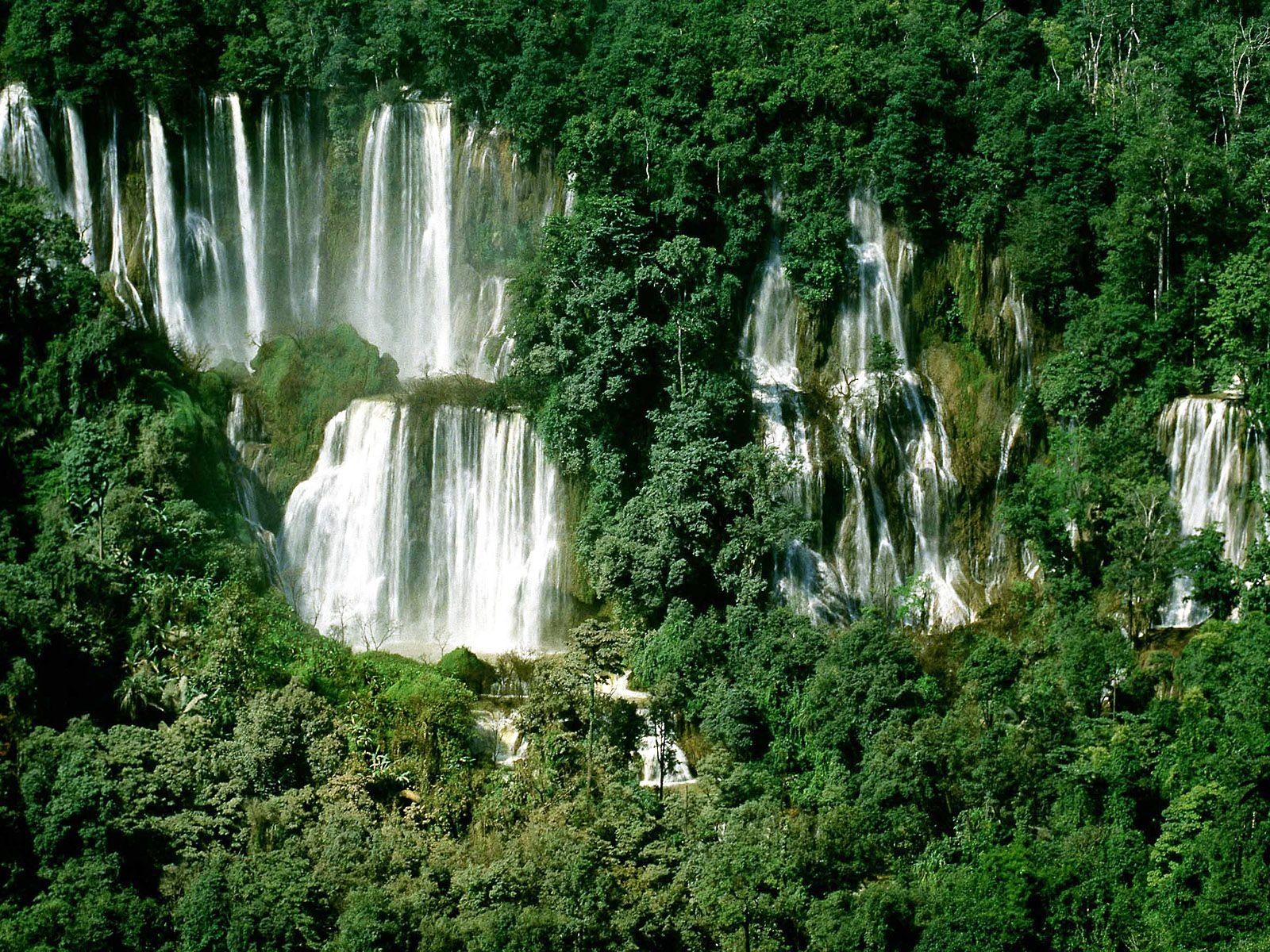 Струи водопада Ти Ло Су