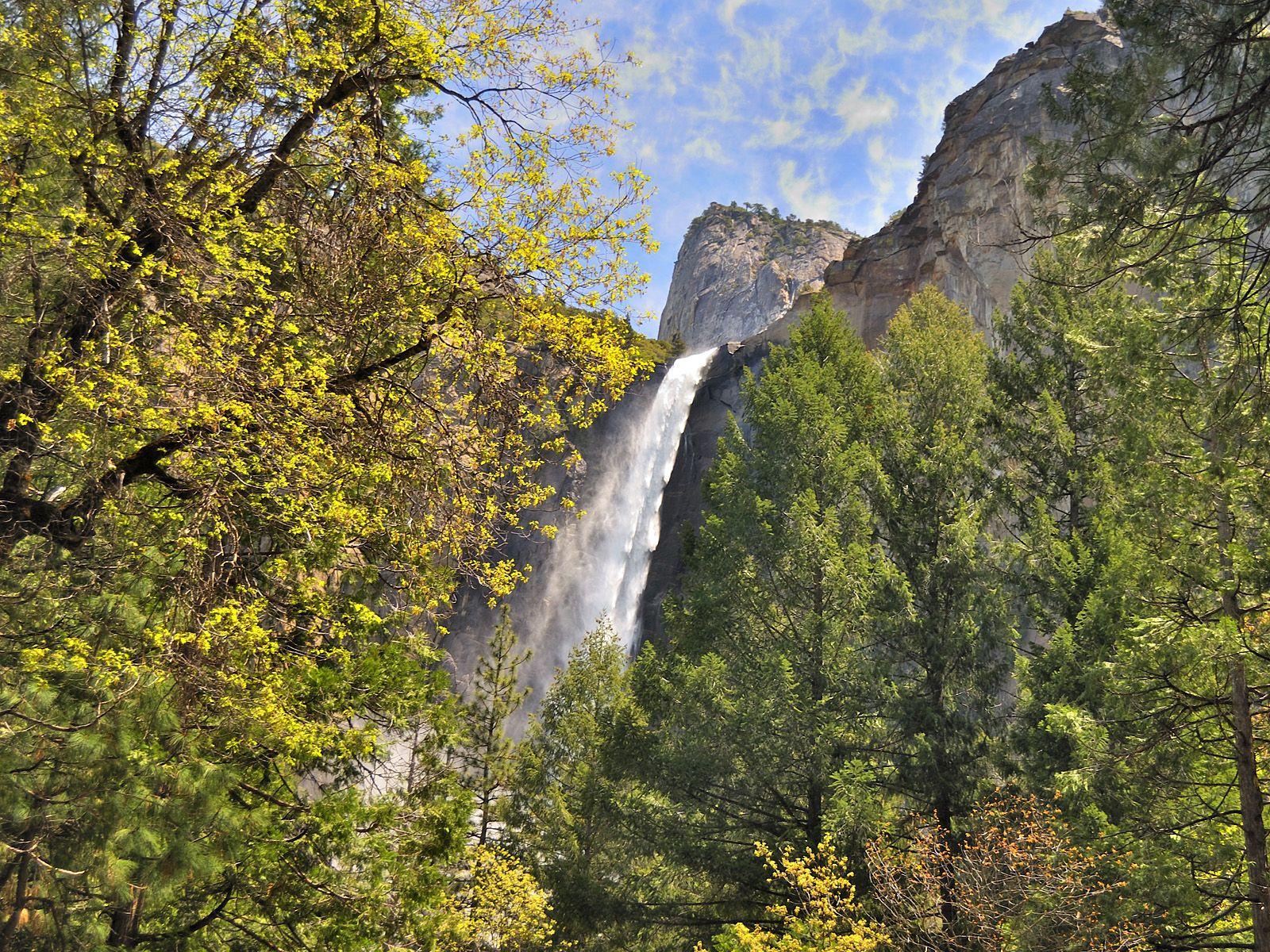 Пейзаж водопада Брайдлвейл