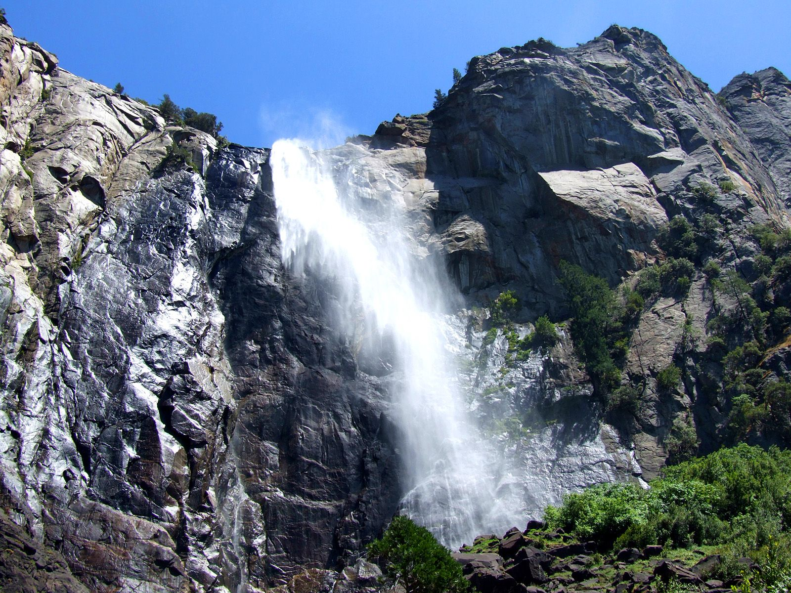Водопад Брайдлвейл снизу
