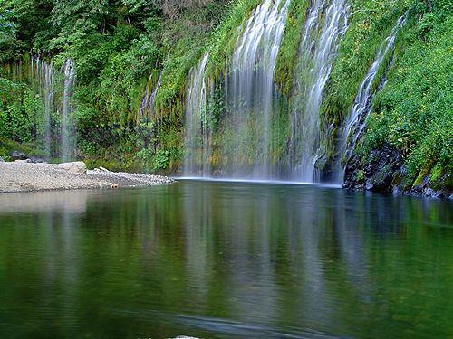 водопад Мосбрай издалека