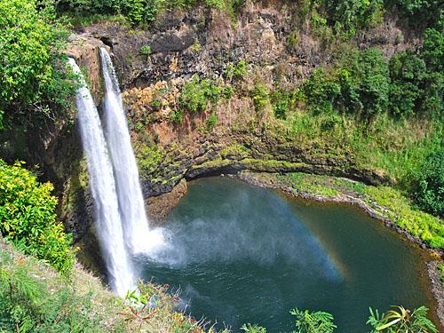 Водопад Ваилуа и радуга