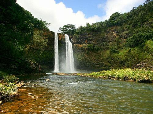 Водопад Ваилуа издалека