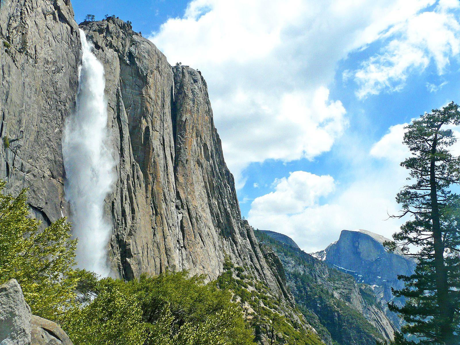 Водопад Йосемити вблизи