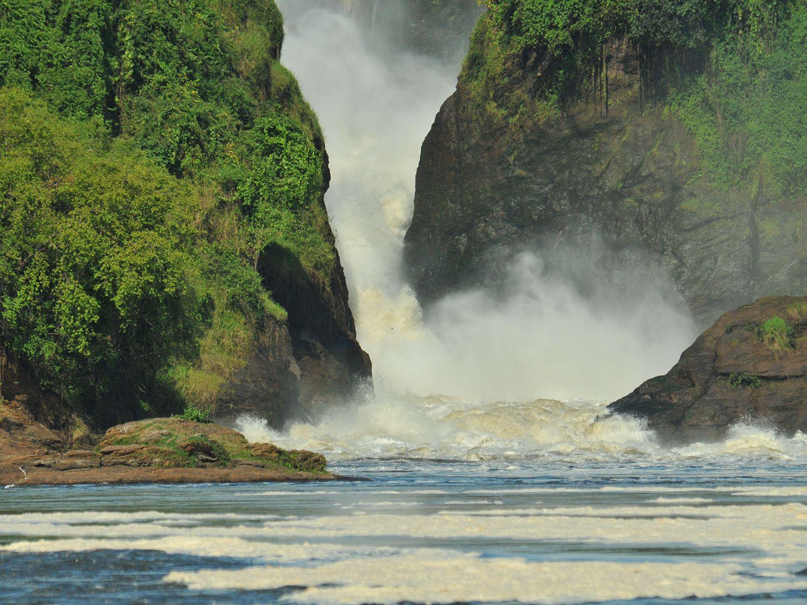 Поток водопада Мерчисон