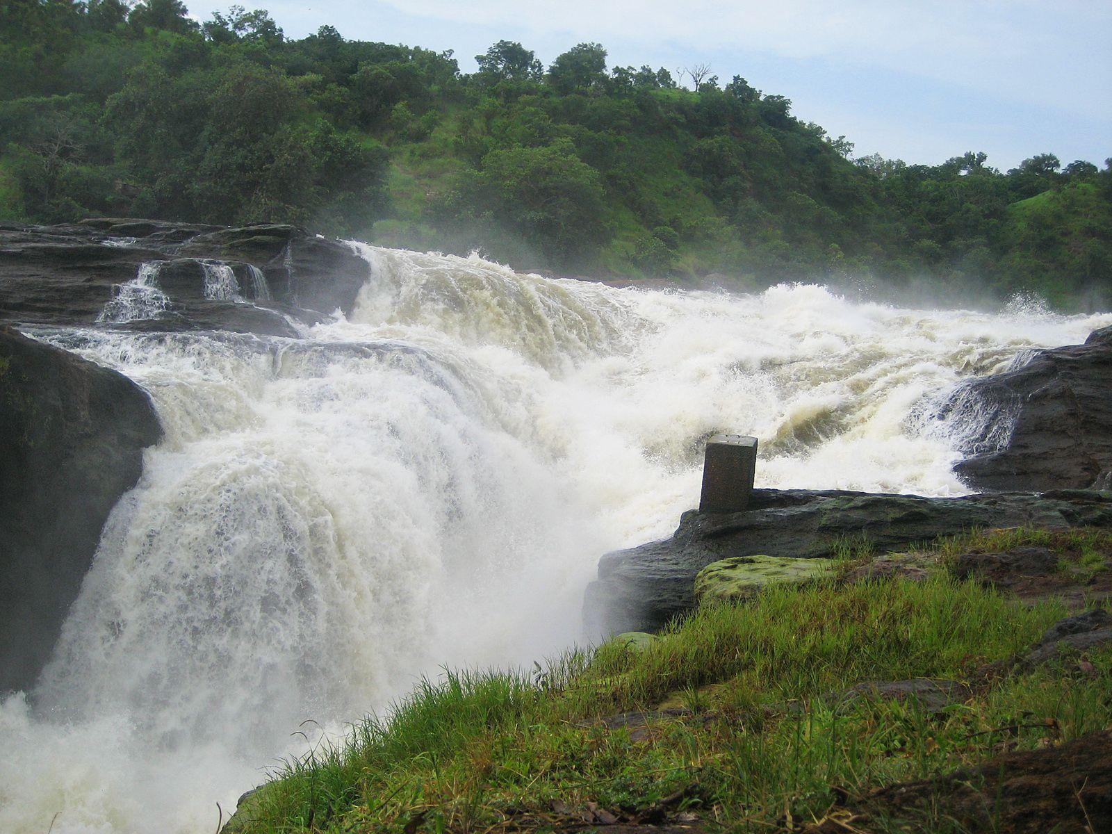 Водопад Мерчисон с утеса
