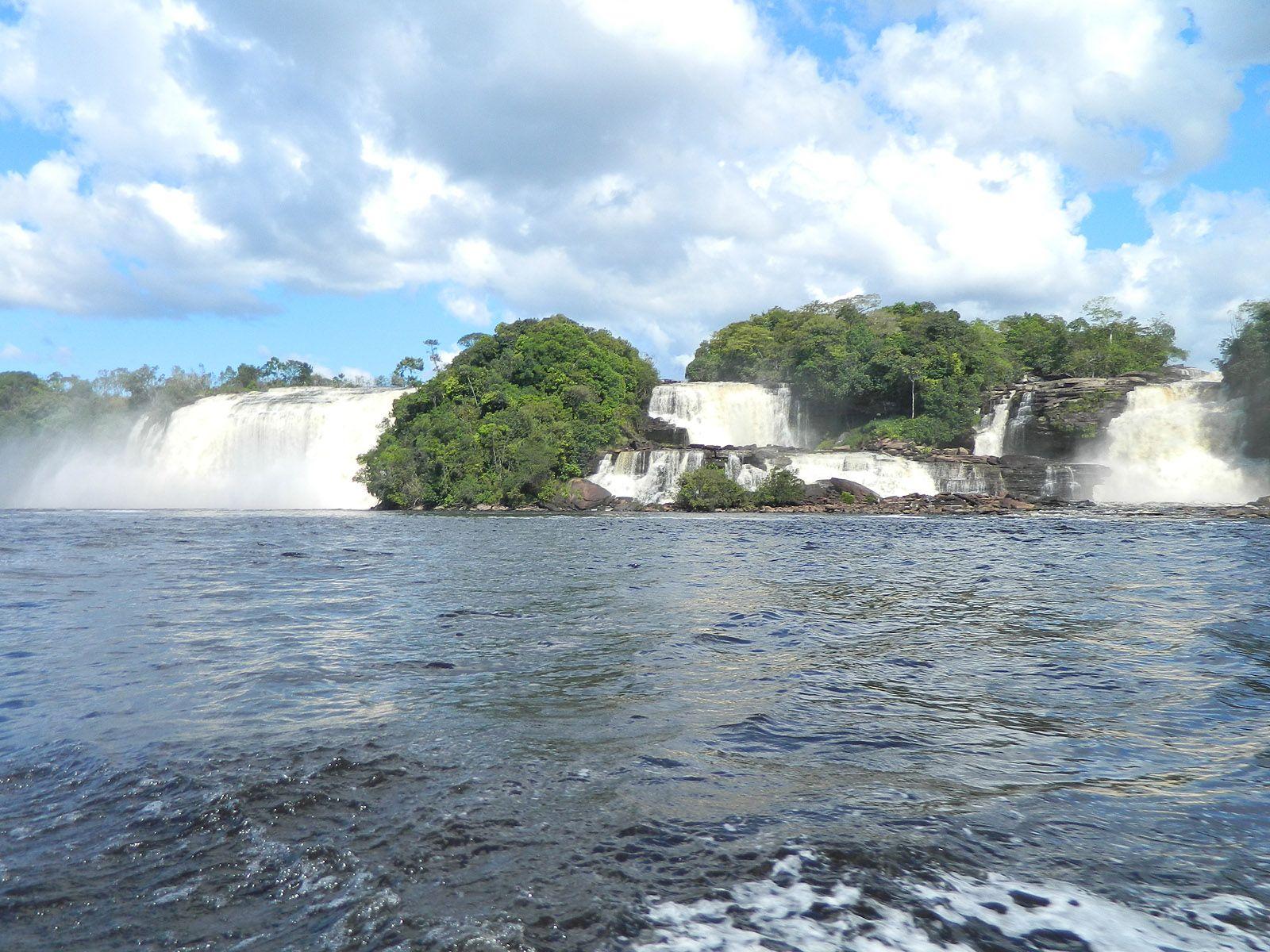 Красивые каскады водопадов Сапо