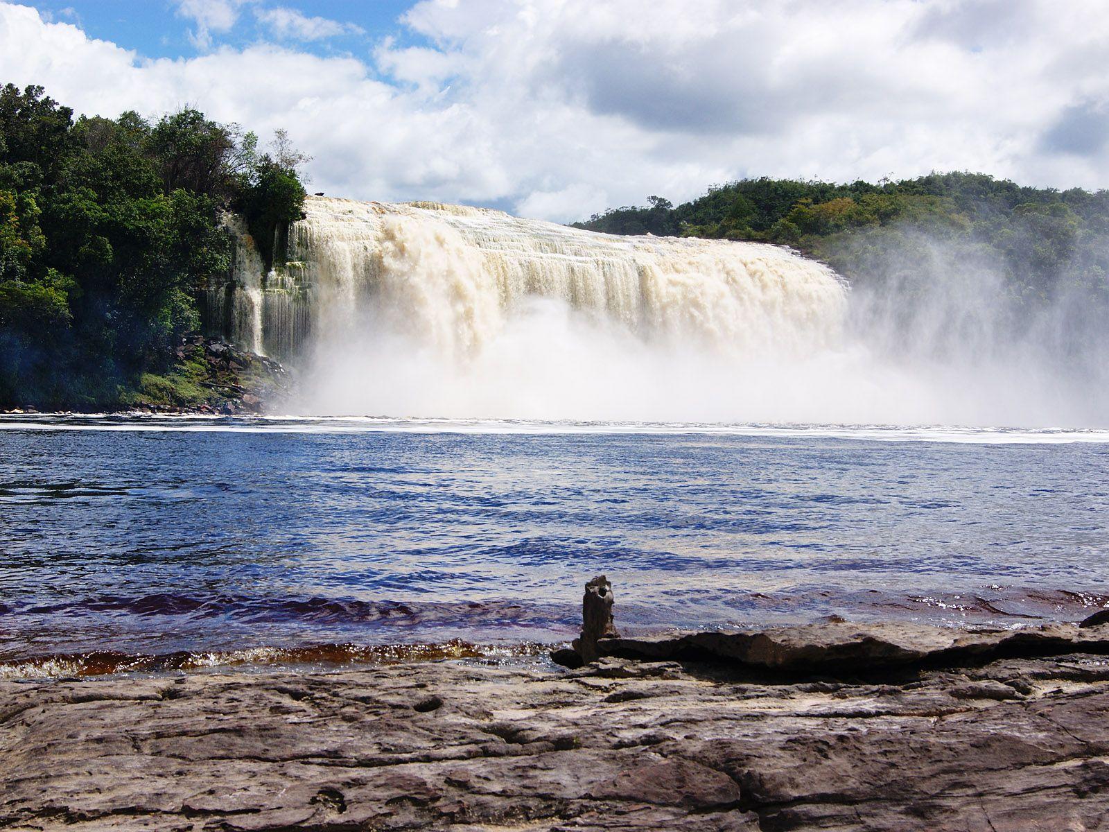 Мощь водопада Сапо