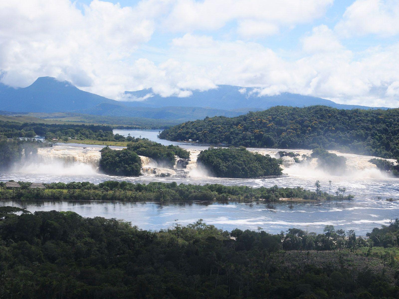 Водопады Сапо издалека