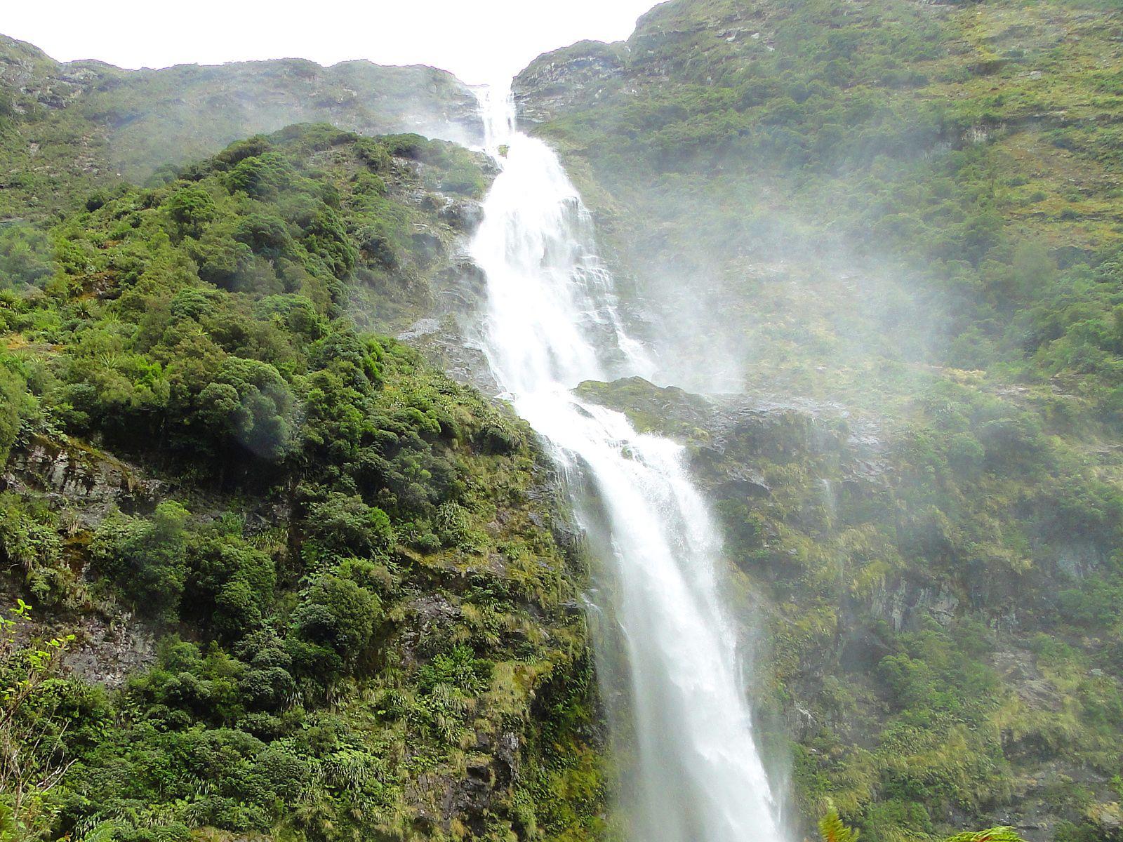 Водопад Сазерленд вблизи