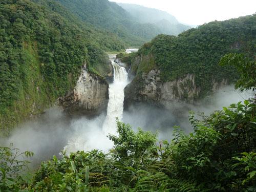 Красочный водопад Сан-Рафаэль