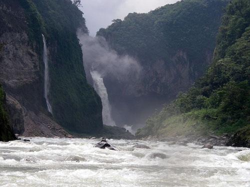 Потоки у водопада Сан-Рафаэль