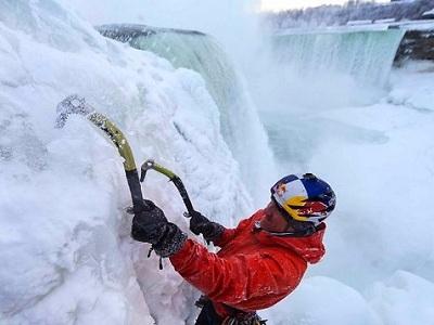 Уилл Гадд взбирается на Ниагарский водопад