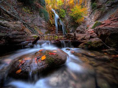 Водопад Джур-Джур осенью