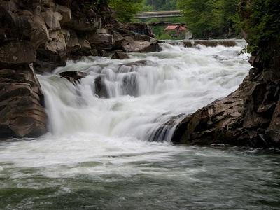 Водопад Пробой в Яремче