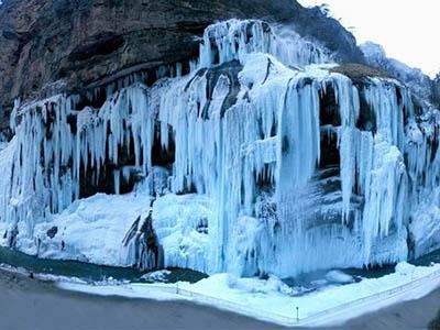 замерзли Чегемские водопады